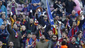 Pañolada contra la directiva en el Camp Nou.