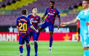 Ansu Fati celebrando el gol.