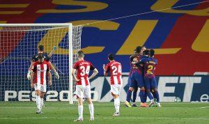 Los jugadores celebrando el gol.