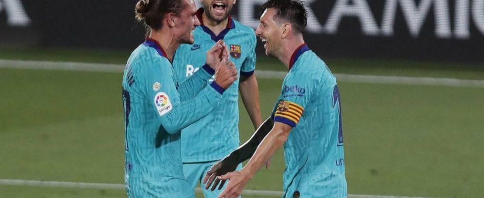 Messi y Griezmann celebrando el gol del francés | Fuente: AS