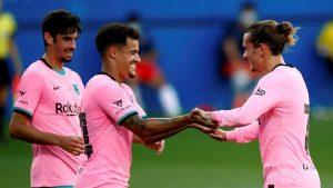 Coutinho y Griezmann celebrando un gol.