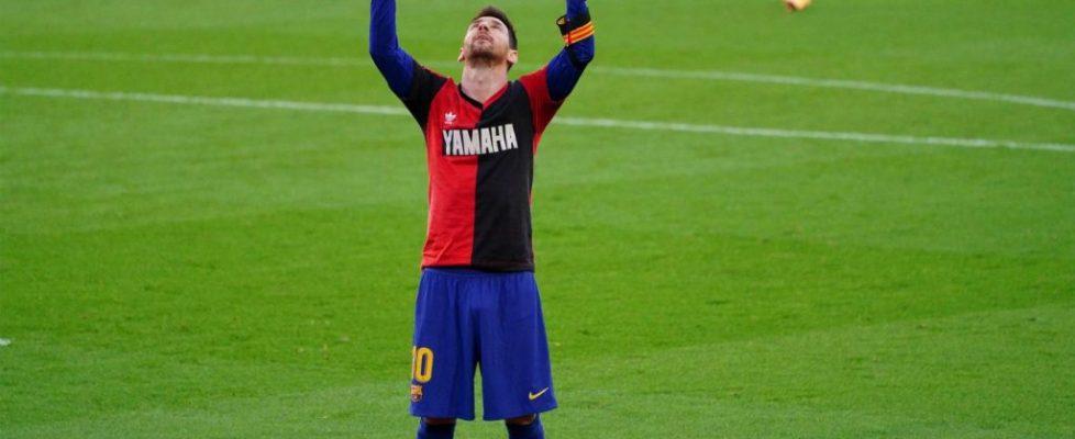 Messi dedica a Maradona su gol