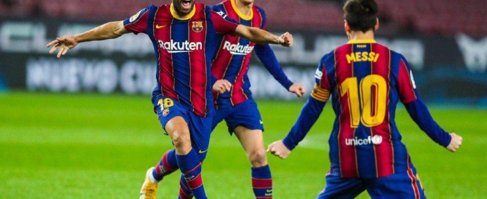 Jordi Alba celebra junto a Messi el gol. Fuente: Getty Images.