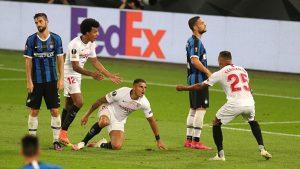 Diego Carlos, Koundé y Fernando celebran un gol. Fuente: Eurosport