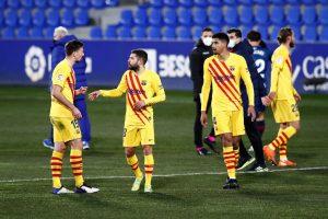 Lenglet y Jordi Alba durante el encuentro frente al Huesca. Fuente: Getty Images