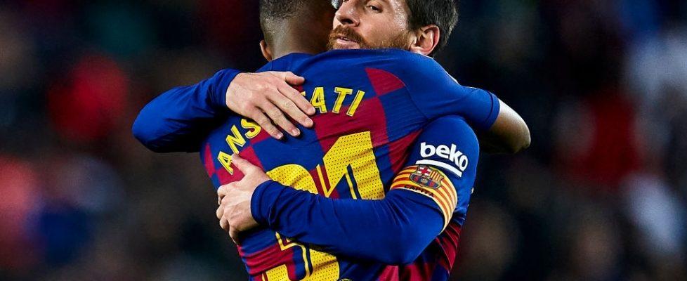 Leo Messi abraza a Ansu Fati. Fuente: Getty Images